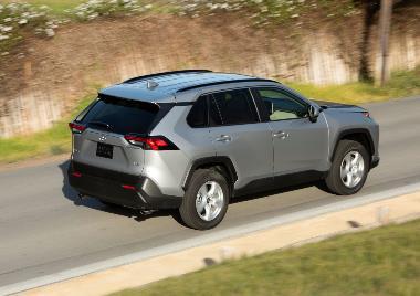 2020 Toyota RAV4_rear_right