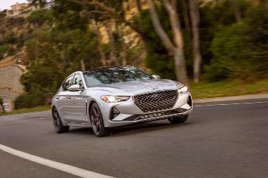 3. 2019_Genesis_G70_Front_right